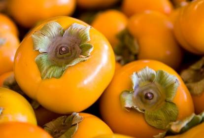 beneficios de comer caquis en otoño