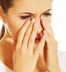 tips caseros para las bolsas de los ojos
